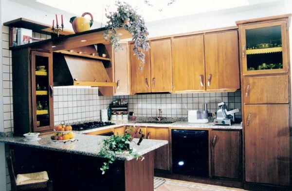 Cristofoli Arredamenti e Scale - Cucine - Cucina rustica con bancone