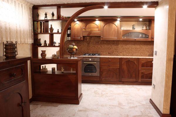 taverna cucina con divisorio sagomato