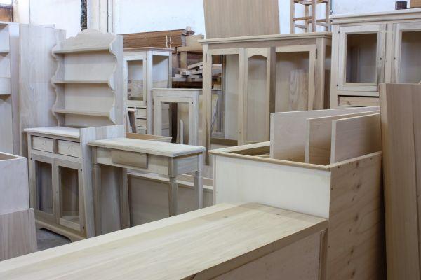 Cristofoli arredamenti e scale soggiorni mobili grezzi for Mobili provenzali grezzi